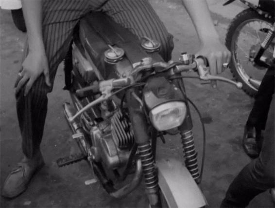 Ragazzo Motore 04